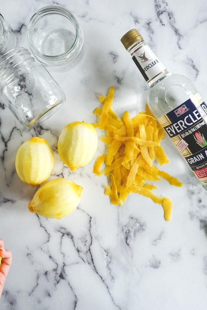 3 peeled lemons.