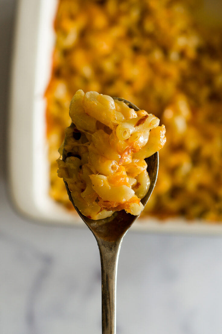 Smoked mac and cheese on a serving spoon.
