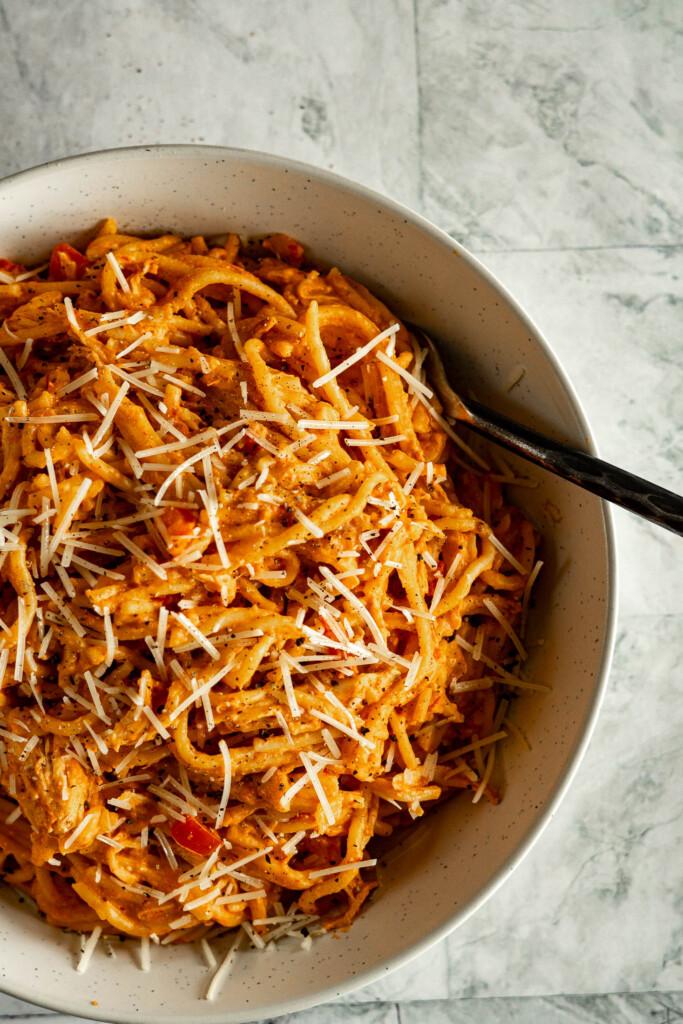 Instant pot chicken spaghetti in a bowl.